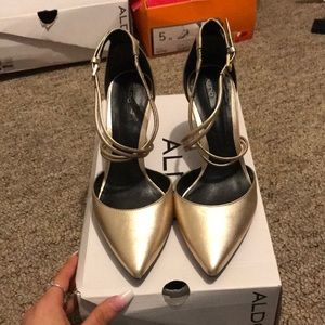Aldo gold pointed toes ✨